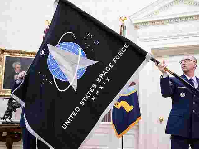 Flagge mit Logo der US-Space Force