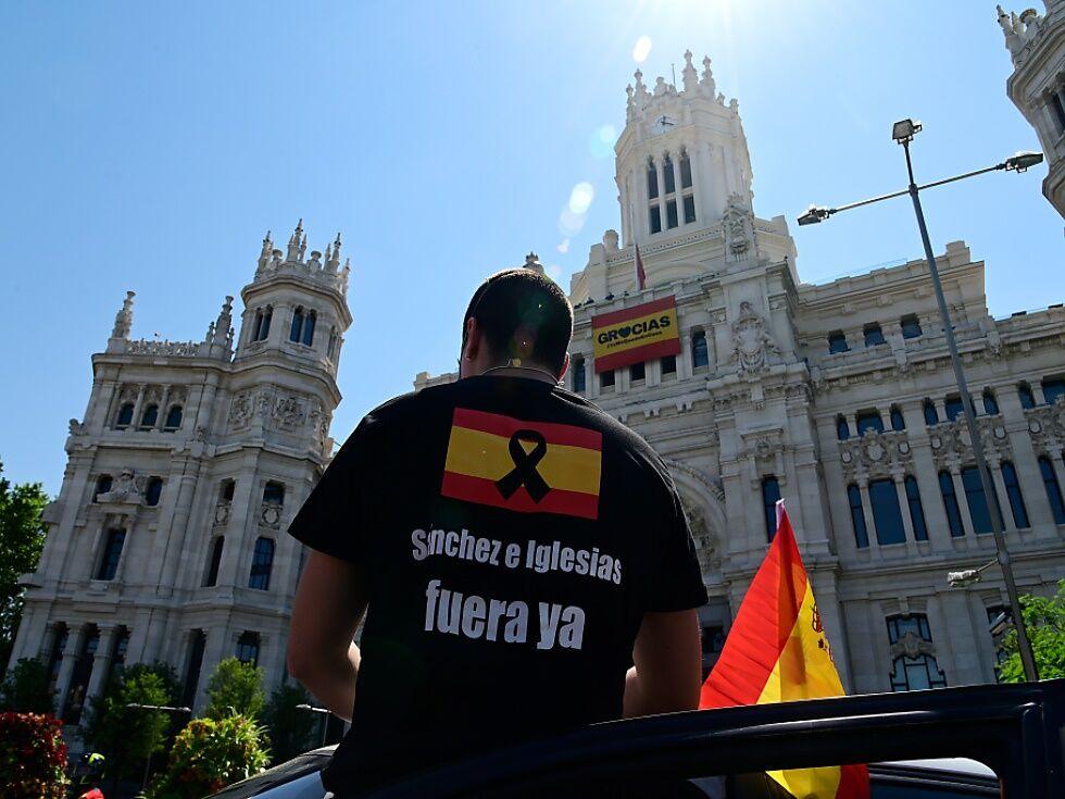 Tausende Spanier fordern bei Demos Rücktritt von Sánchez