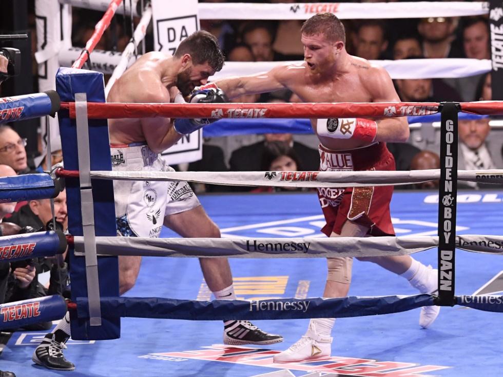 Top-Boxer Alvarez sichert sich seinen vierten WM-Titel
