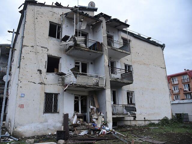 Tote Und Verletzte Bei Neuen Kampfen In Berg Karabach Sn At
