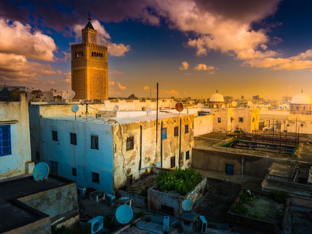 Tunesien: Alte Kunst glüht im Orient