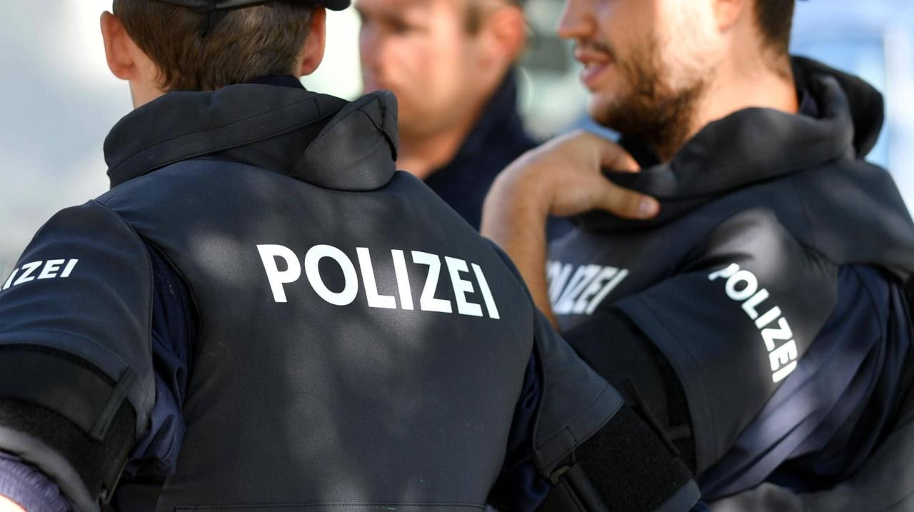 Unbekannter attackierte Jugendliche auf Spielplatz mit einem Hammer
