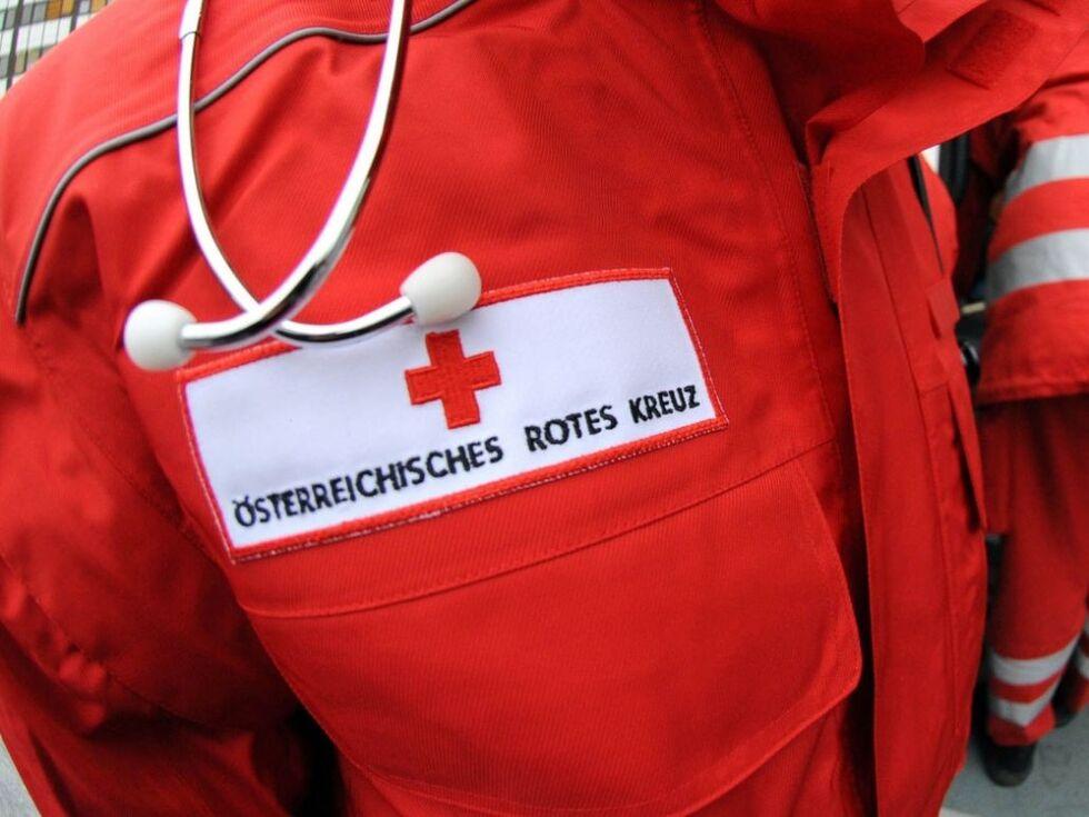 Verkehrsunfall in Saalbach: PKW-Lenkerin prallte gegen einen Baum