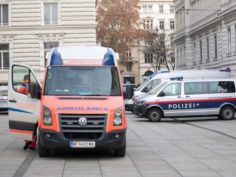 Fahndung Nach Räuber Läuft Nach Banküberfall In Wien Snat