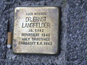 http://www.salzburg.com/wiki/images/thumb/1/16/Stolperstein_Ernst_Langfelder.jpg/300px-Stolperstein_Ernst_Langfelder.jpg
