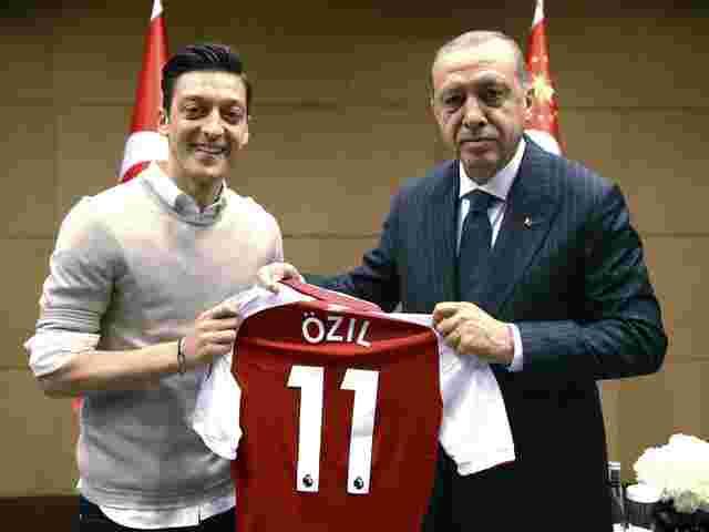 Wahlkampfhelfer Mesut Özil und Recep Tayyip Erdogan
